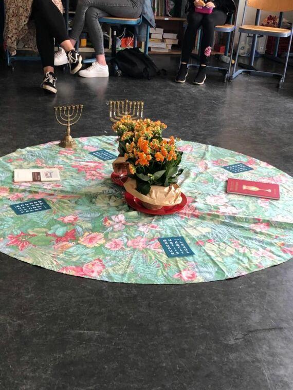 """Besuch in der Synagoge und Besuch von """"Meet a Jew"""""""